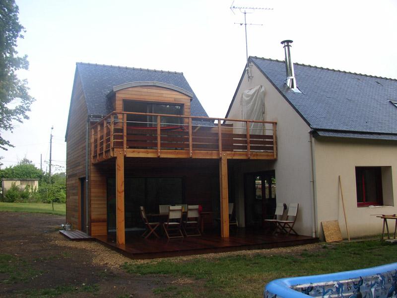 Extension avec terrasse sur lev e sign bois construction for Construire une extension